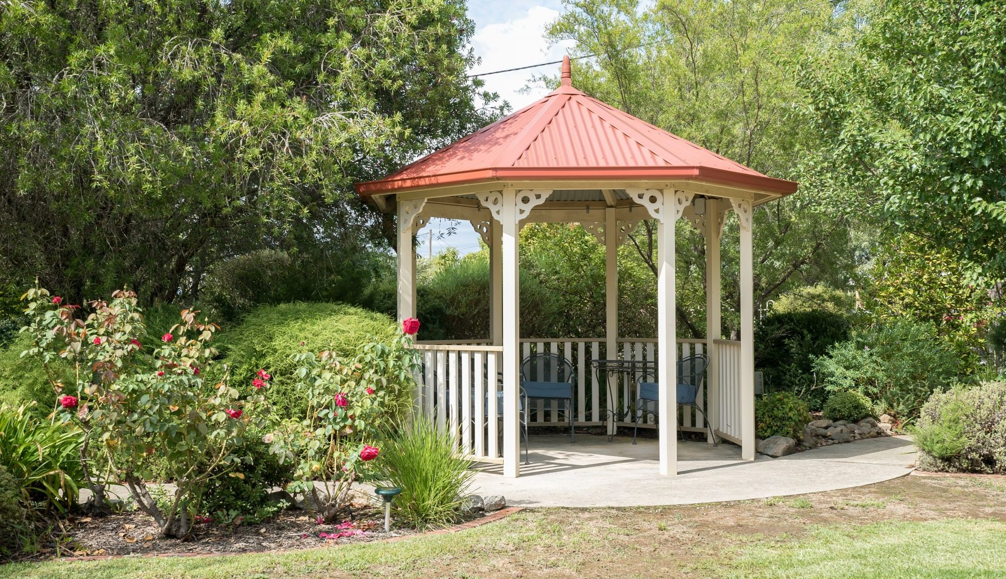 Enjoy the outdoors in the communal gazebo - Myoora Homestead - Henty--4